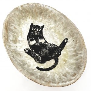 oval bowl, cream glaze, sitting black cat design, handmade ceramics, studio pottery, pawprint designs, jane adams ceramics, lino cut, linocut, cat design, pawprint designs, cornwall,