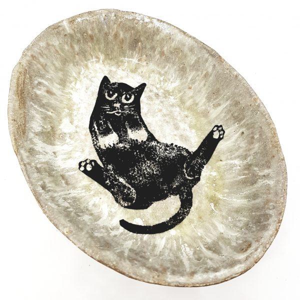 oval bowl, cream glaze, sitting black cat design, handmade ceramics, studio pottery, pawprint designs, jane adams ceramics, lino cut, linocut, cat design, pawprint designs, cornwall,