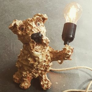 TABLE LAMP. LAMPBASE, LAMP, DOG LAM., FOX TERRIEER, VITAE BULB